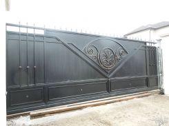 Откатные ворота с элементами декора