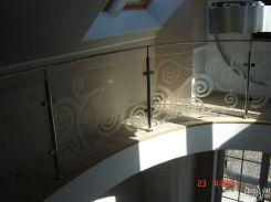 Металлические перила со стеклянным ограждением
