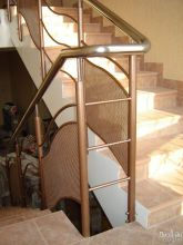 Лестница в дом с эксклюзивными перилами