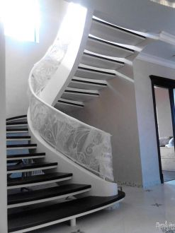 Лестница маршевая черно-белая